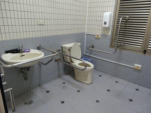 光禧樓無障礙馬桶及洗手檯