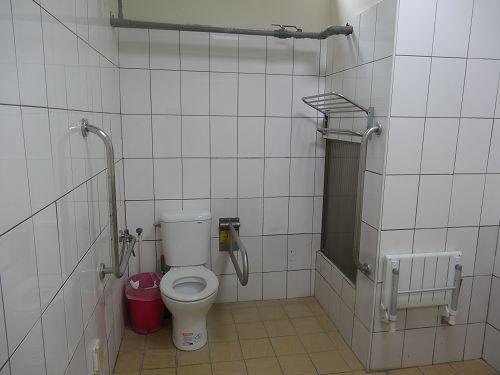 新苑宿舍無障礙馬桶及洗澡椅
